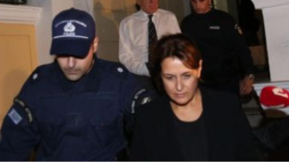 Εκτός φυλακής η σύζυγος του Γ. Παπαντωνίου, Σταυρούλα Κουράκου