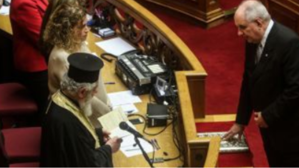 Βουλή: Ορκίστηκε βουλευτής ο Τέρενς Κουίκ