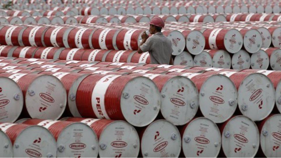 Βουτιά στις τιμές του πετρελαίου μετά το μήνυμα του ΟΠΕΚ για μικρότερη της αναμενόμενης μείωση της παραγωγής